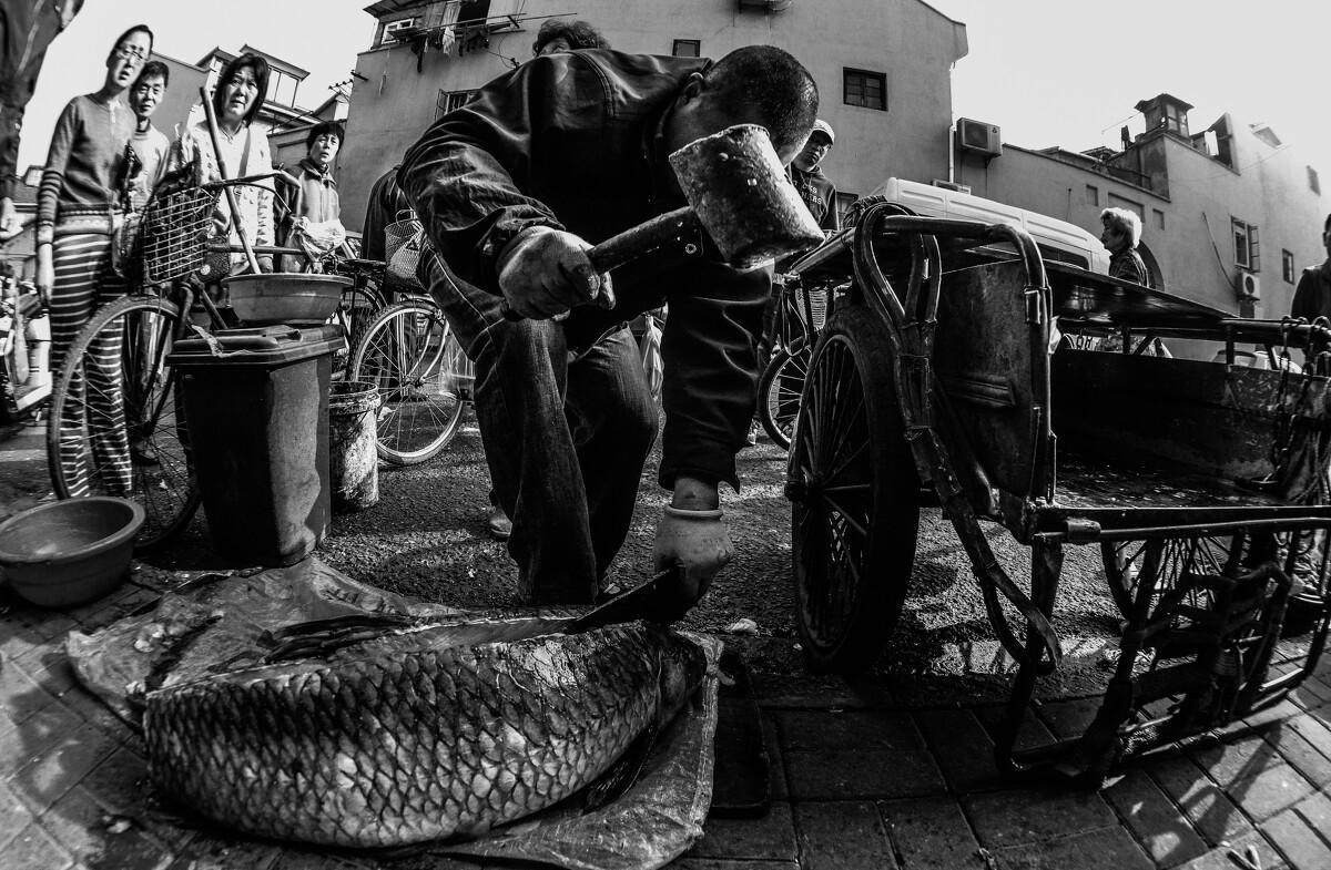 卖鱼的小贩