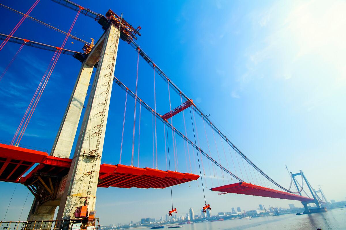 这是武汉长的第七座垮长江的鹦鹉洲长江大桥合拢前的纪念.图片