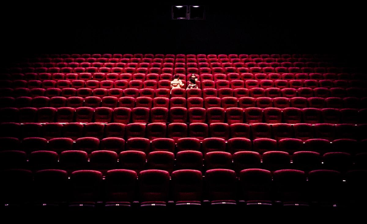 影院_两个人的影院,手机随拍
