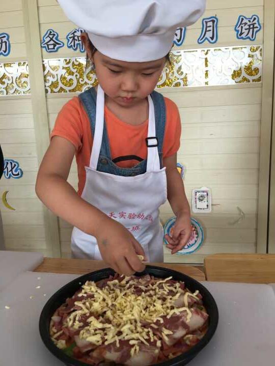 制作美味披萨-山海天幼儿园中一班名古屋推荐美食餐厅图片