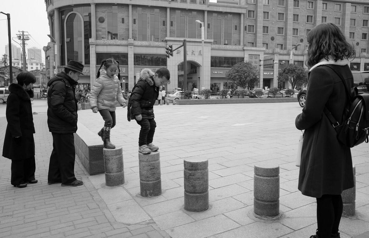 黑白,街拍,富士,景德镇,X70,城市,胖电塔与街美女动态脚图片