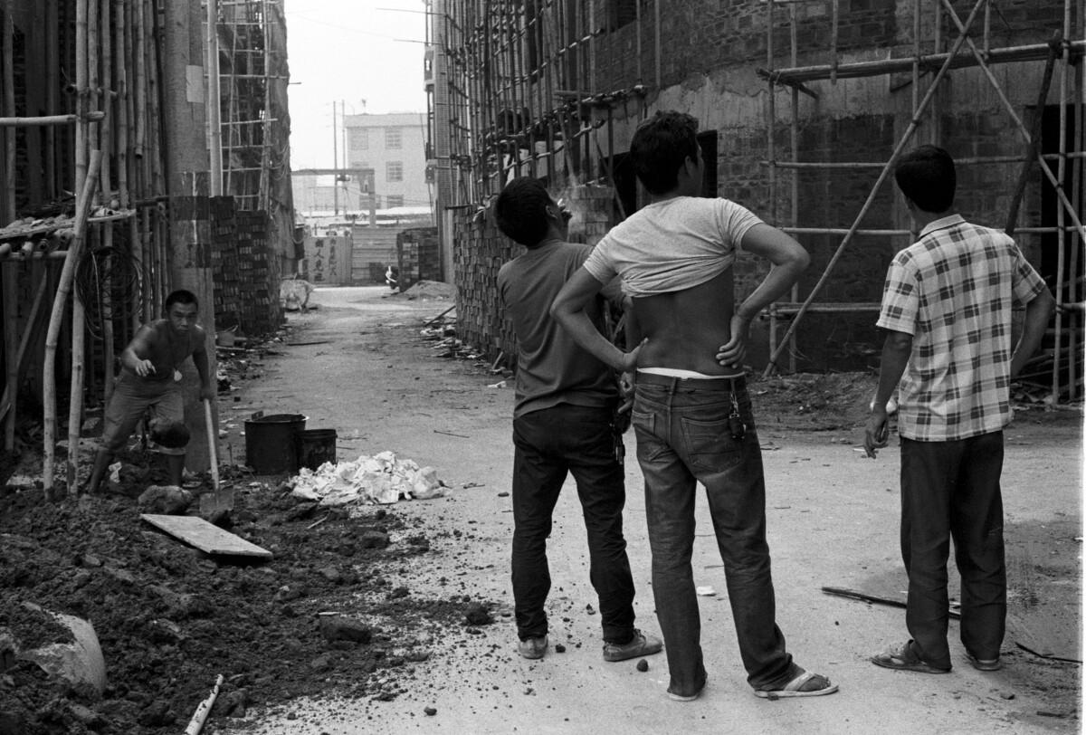 三个在找工作的民工