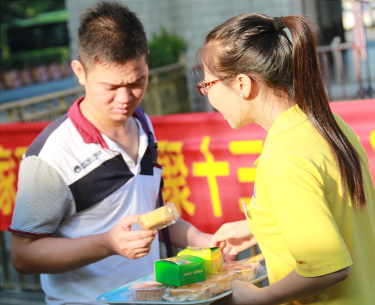 中秋短语:东莞观音山送温暖,佳节月饼免费送!的美味关于美食图片