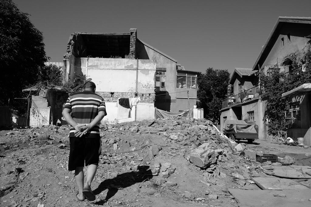 013这位外来的务工人员租住在这临时的家已经好多年了,但是真的要离开了,他还真的有些舍不得。