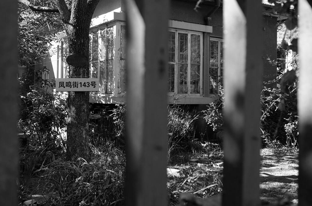 027透过老屋的门廊似乎还能找到过去曾经的温馨和舒适。