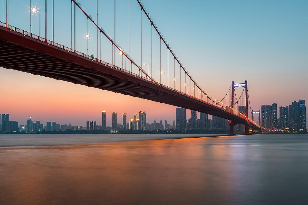 蓝调–武汉鹦鹉洲长江大桥图片