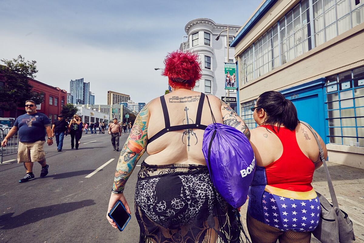 同性恋性爱观频_旧金山同性恋聚会游行