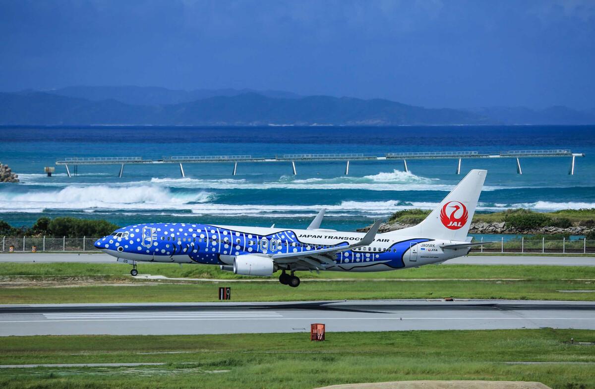 图7-9为台湾中华航空公司波音747-400型客机.