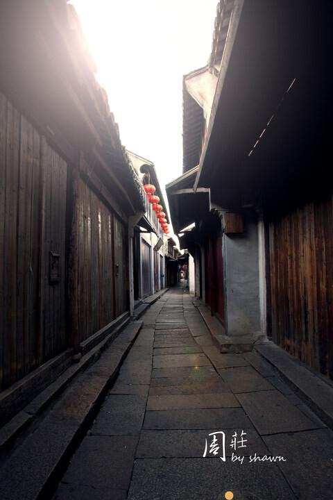 清晨的街道,古镇的宁静<br />