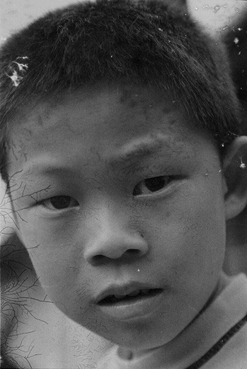 2016年,村里的孩子,佳能EOS3+50/3.5,过期柯达135负片。