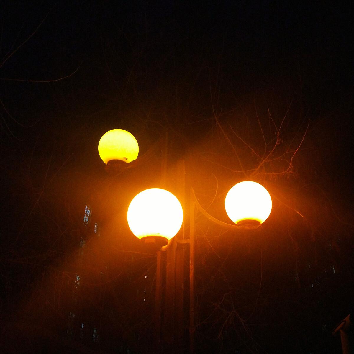 关于夜晚路灯句子-形容路灯的句子,夜晚路灯下的心情,
