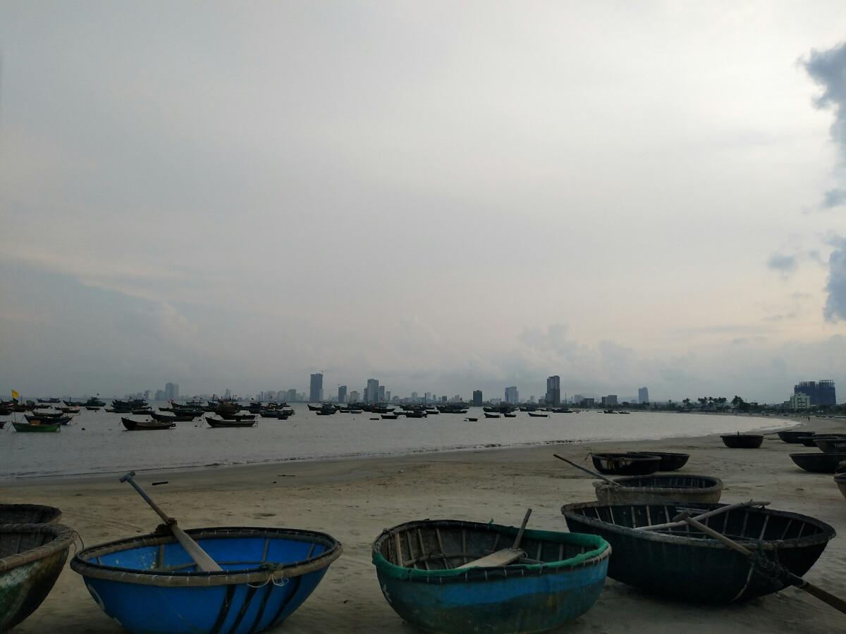 海滩小船图片