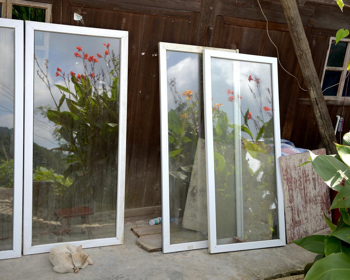 2019年7月 贵州安顺 正待安装的玻璃窗