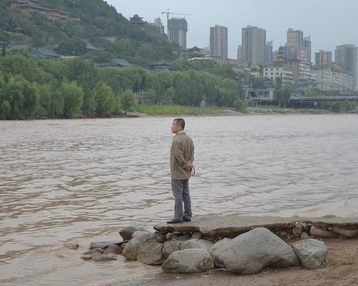 2016年9月 甘肃兰州 黄河边的男人