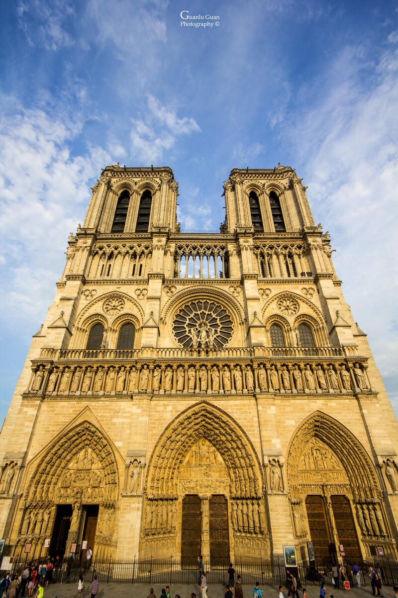 建筑论+�yf_很喜欢巴黎的地标建筑,无论晴天还是阴天,无论拍成彩色还是