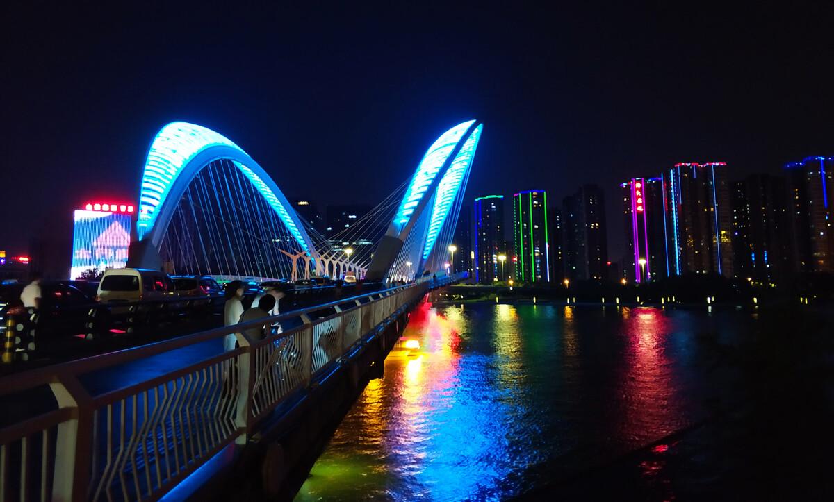 太原南中环月亮桥夜景图片