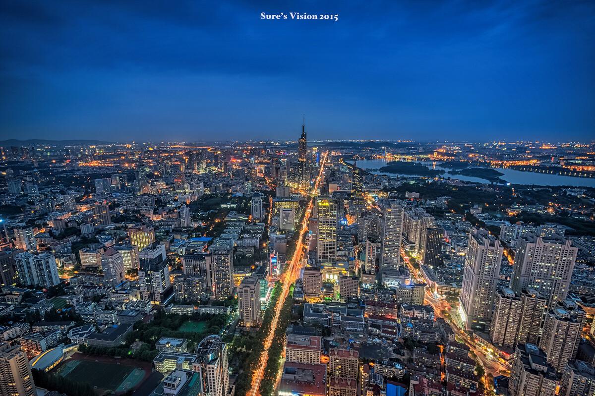 昨晚的南京城,德基二期上帝的视角楼顶,站在这里淋着初夏细细的雨,让室内设计本装修效果图图片