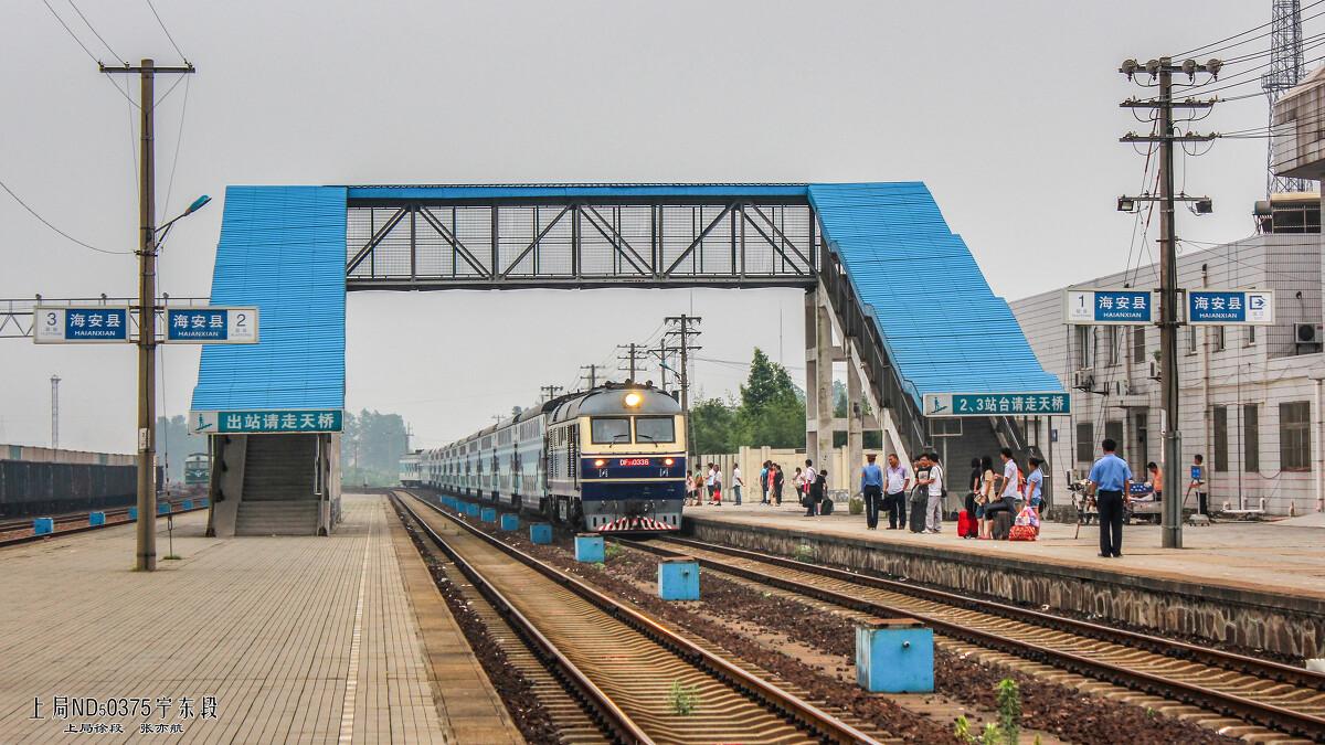 南通-南京的k8504次列车驶入海安县站