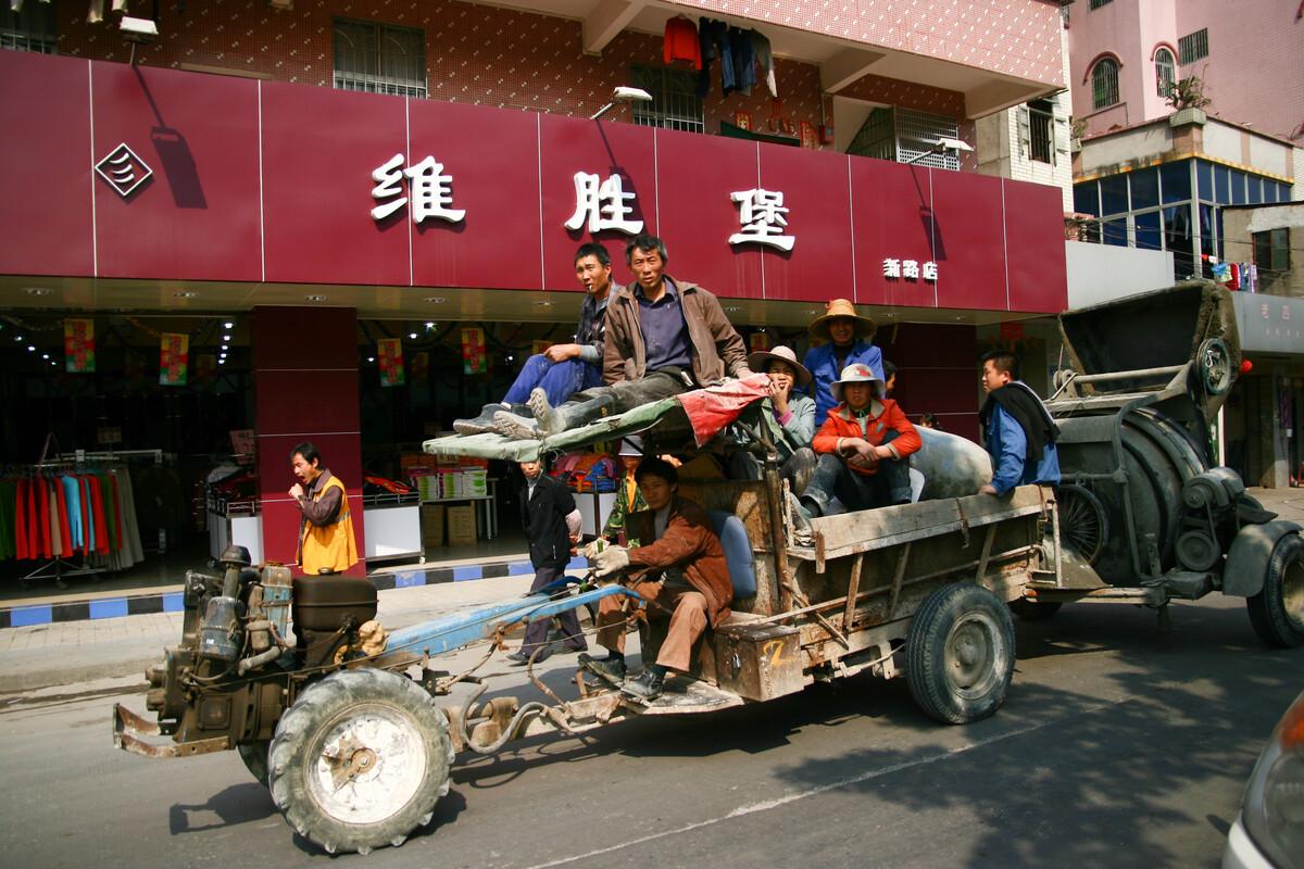 2007年2月6日,广州上社,拖拉机。