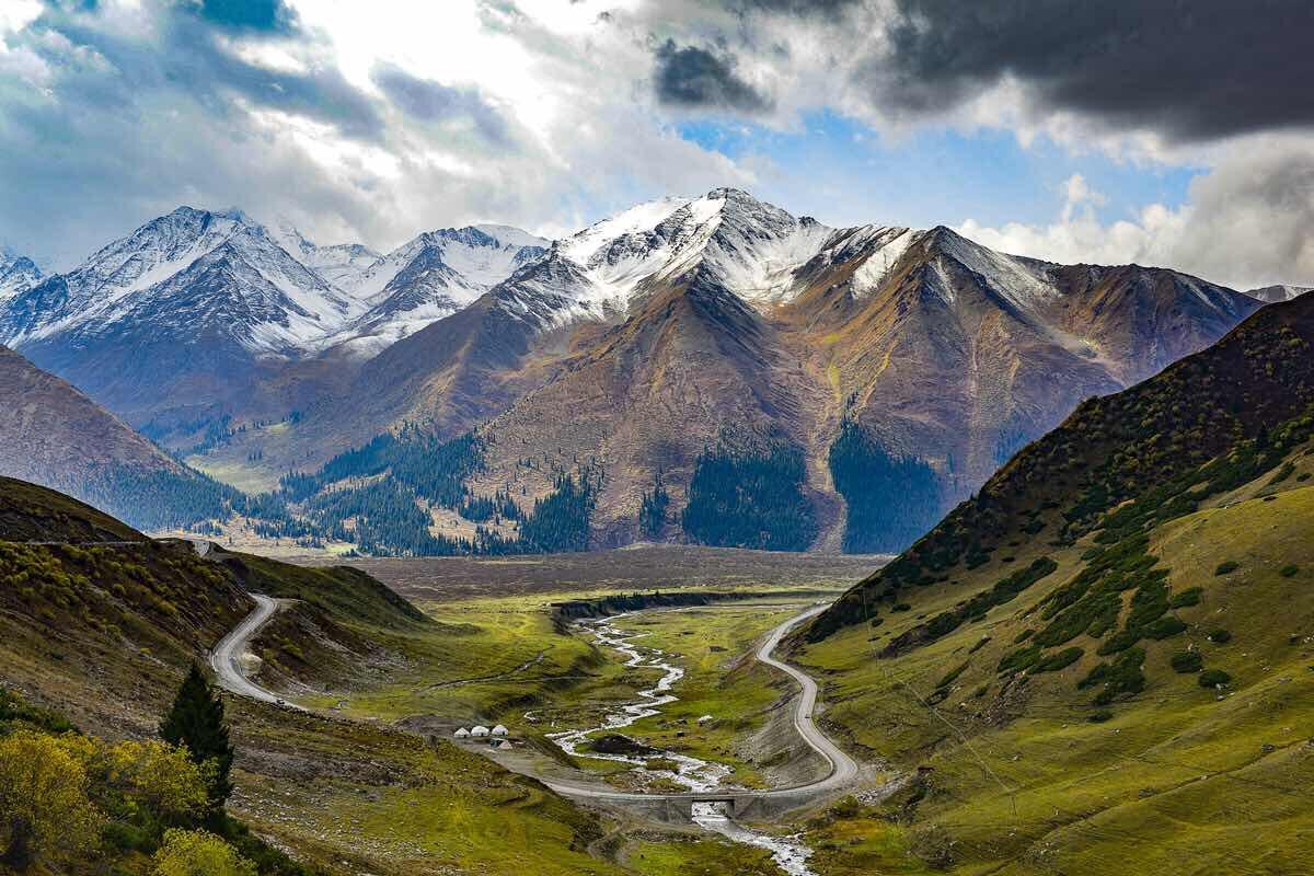 新疆天山深处,独库公路