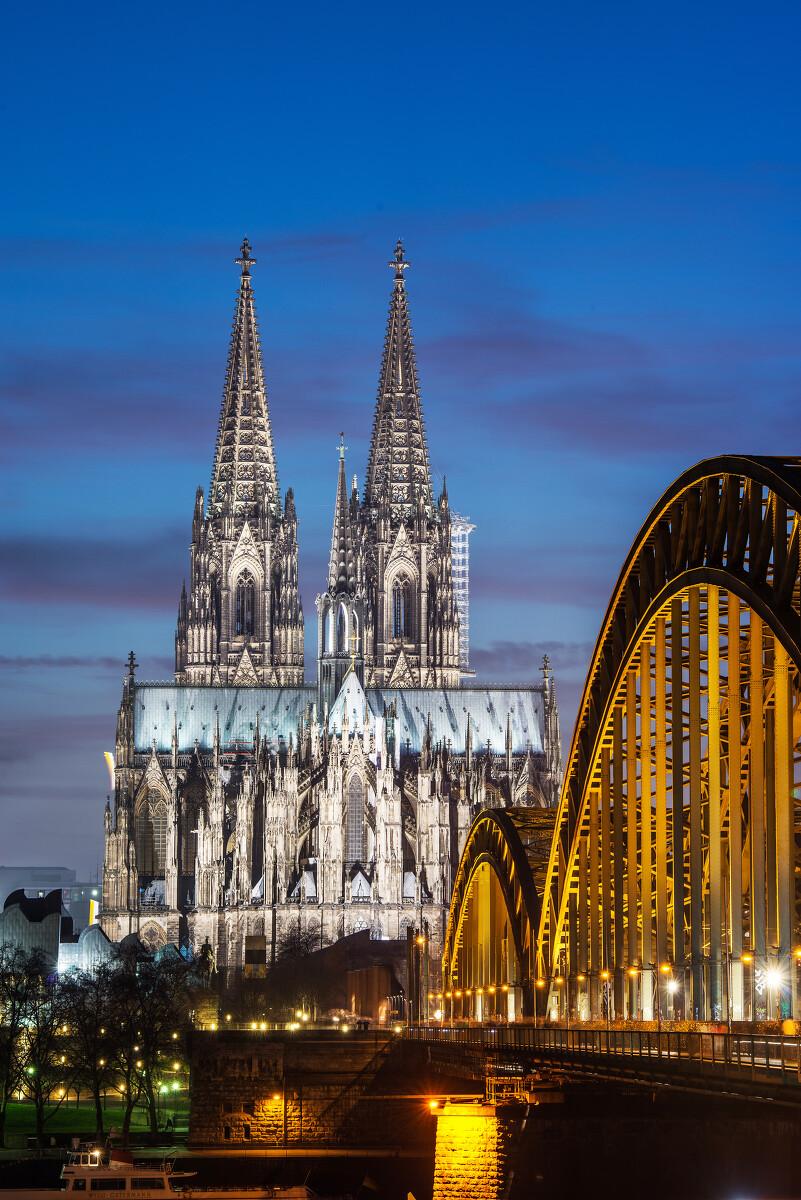 科隆大教堂于1248年完工,1880年建筑,是中世纪哥特式始建的代表作.补课高中恩施图片