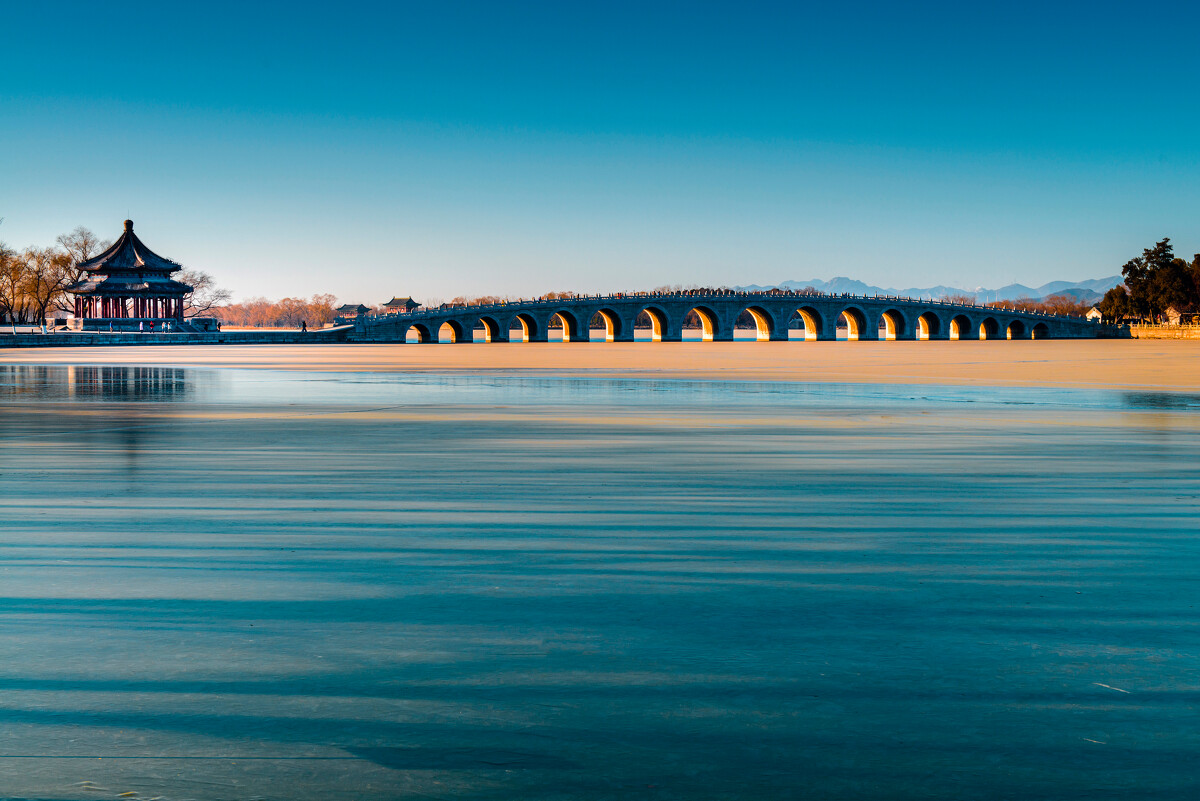 十七孔桥冬至金洞,桥这边也金光无限。