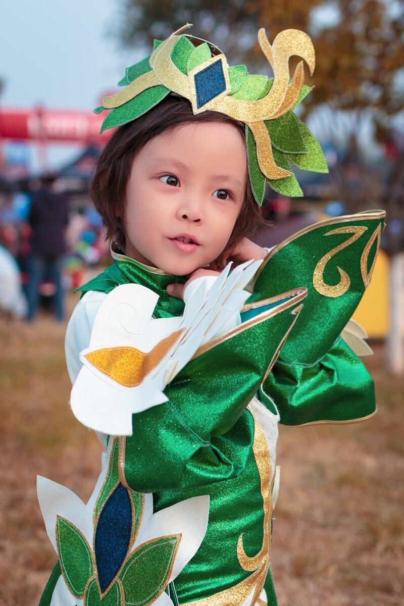 一个很会摆pose的三岁小女孩,我问她叫啥,她说你可以叫我图片