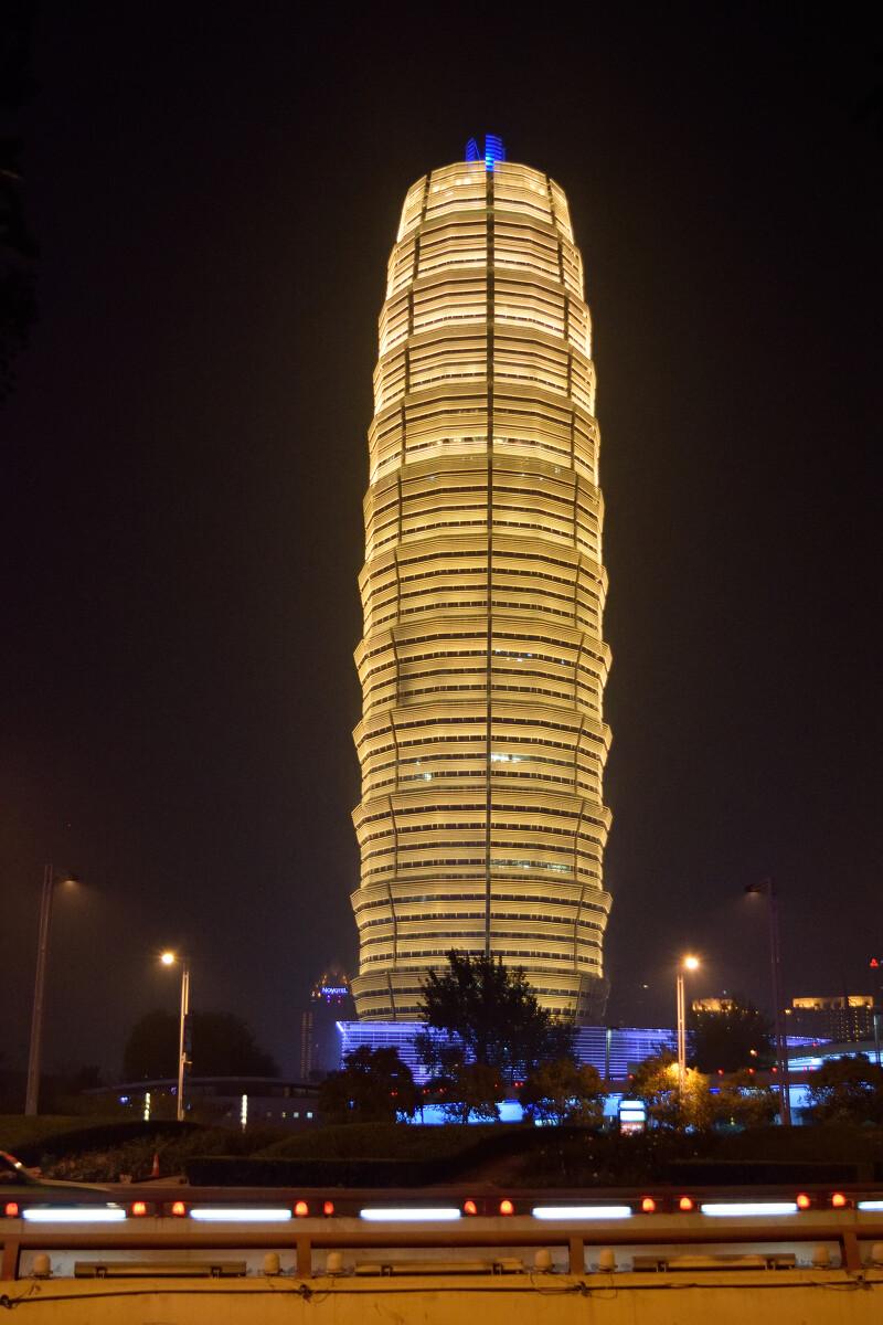 郑州国际会展中心大厦夜景.图片