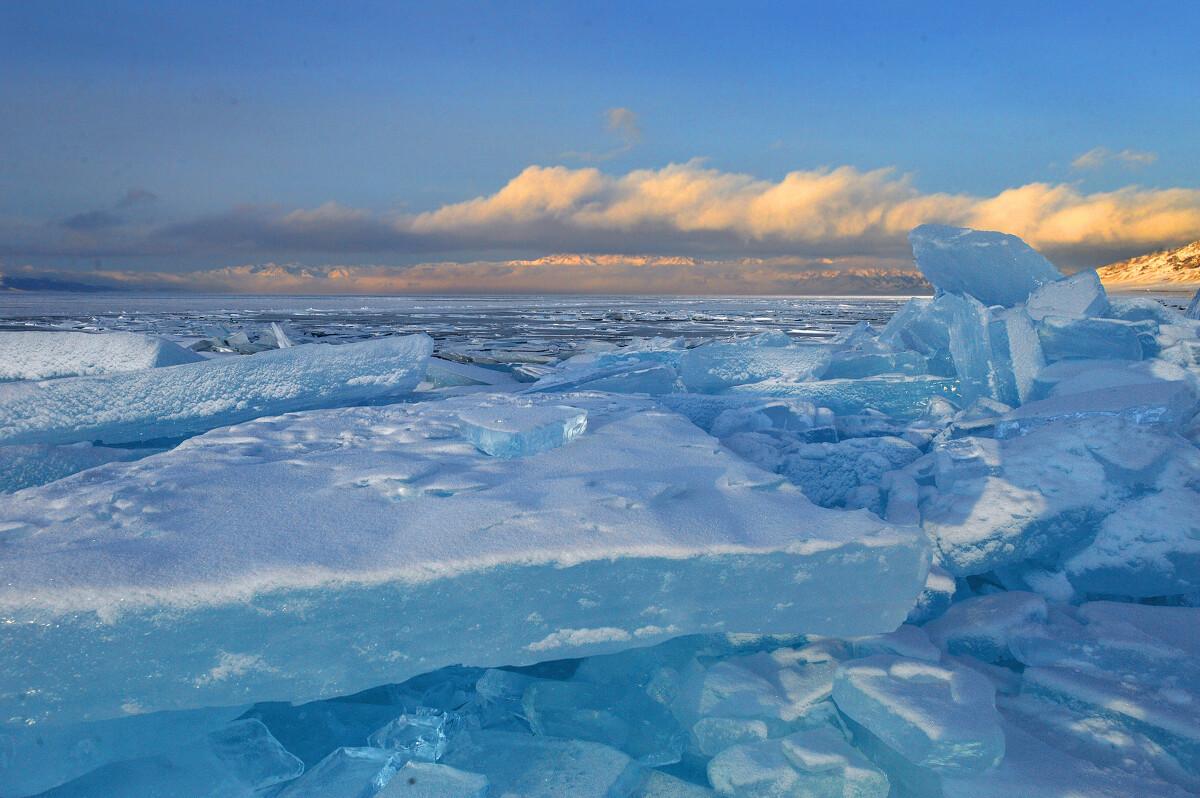 的照片_照片描述 br /> 赛里木湖,是新疆一个风光秀丽的高山湖泊,海拔最高,面