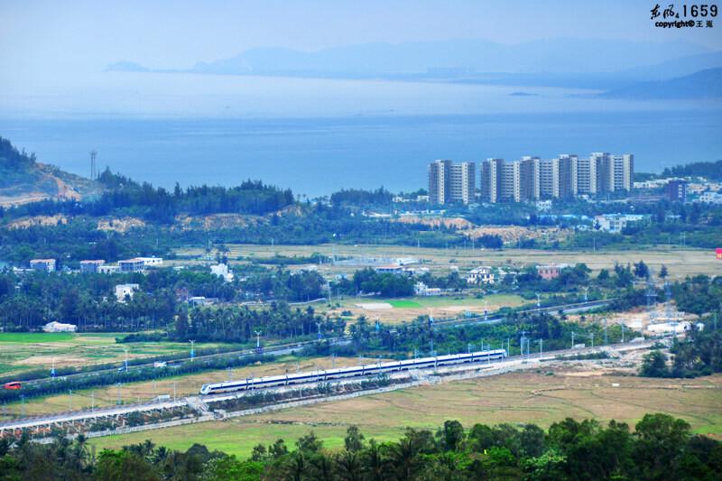 沿海运行——海南铁路风光