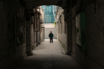 城中村里的孤独老人