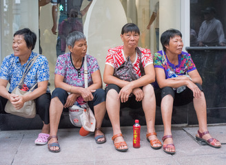 醉眼看街头(46):南京路上的乡下大妈