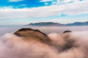 云深不知何处去,只在石竹山水间。