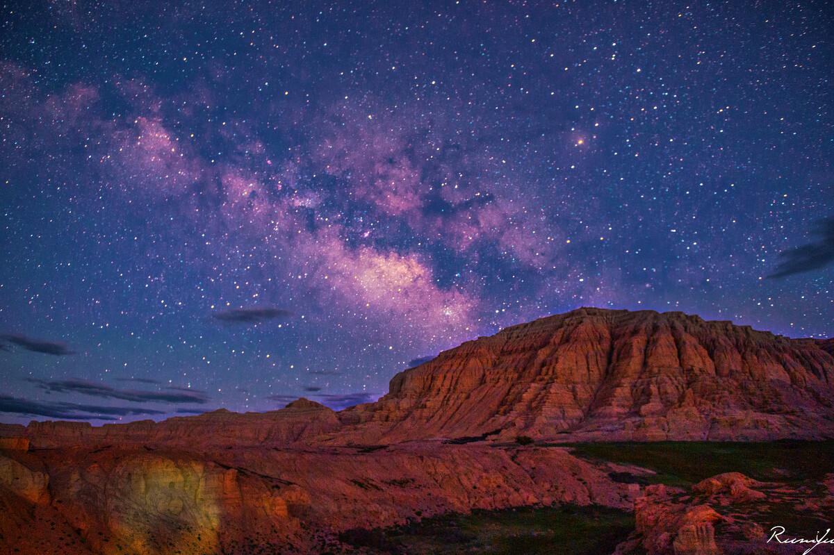 土林星河<br /> 银河缓缓从土林升起
