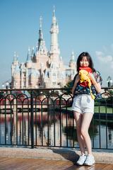 迪士尼的城堡前