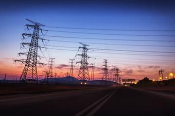 输电塔与道路