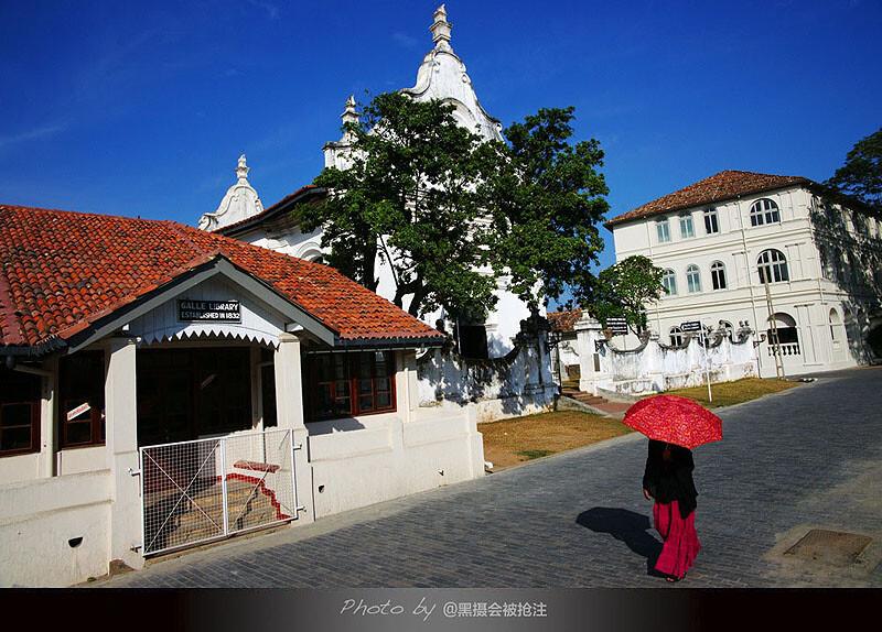 2012年2月7日 斯里兰卡 Galle<br /> 沐浴在印度洋海风里的galle古城,一抹靓丽的红瞬间点燃激情