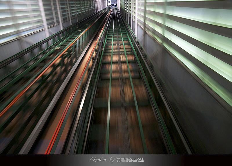 2012年9月29日 清迈 素贴山电梯<br /> 生活哪有许多大风大浪,更多时候循规蹈矩的向前,想停却停不下来