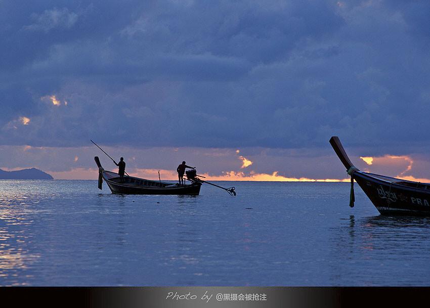 2012年10月2日 泰国 Lipe岛<br /> 氤氲的早晨,太阳从海天之间露出一点金色,撑船出发,向着心的方向