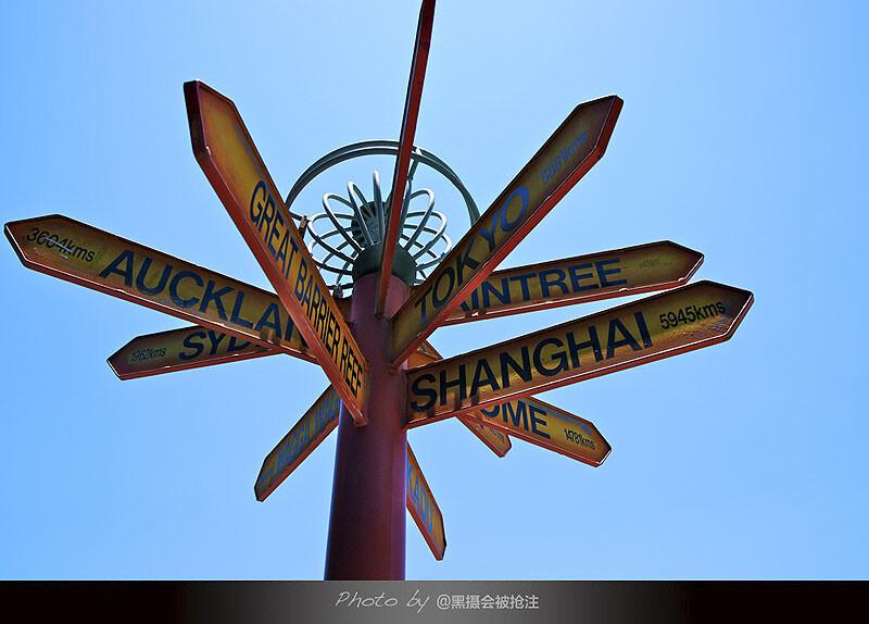 2012年11月2日 澳大利亚 凯恩斯<br /> 标注了不同方向和距离的路标,出发在路上吧,目的地只是座标,体验才是我们需要的