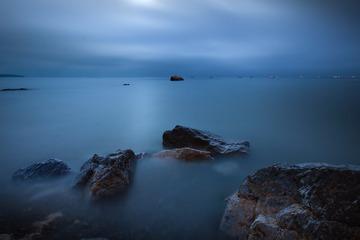 夜幕下的玫瑰石海岸