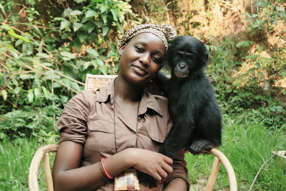 "Les Mamas-18<br /> Mama Esperance & Kanga<a href=""https://tuchong.com/48638/"" target=""_blank"">@Lola</a><br /><br /> Esperance只有二十一二,却在Lola干了五六年了。在女性地位严重低下的刚果,Lola的mama实在是一份对女性很好的工作。"