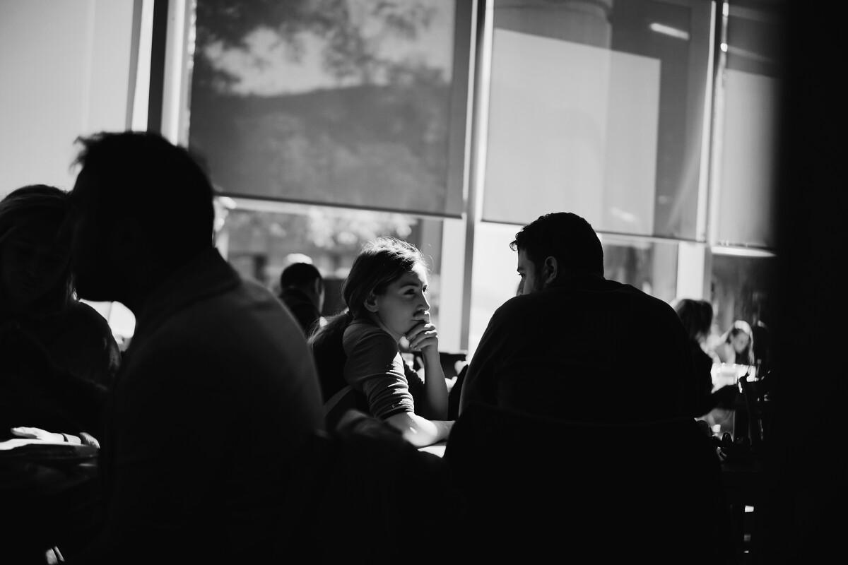 暖阳下,眼波中,餐厅是不是连上菜都变得慢了