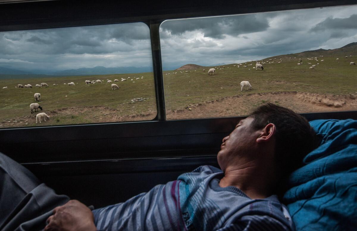 2012年8月6日西宁至治多县的长途班车上。
