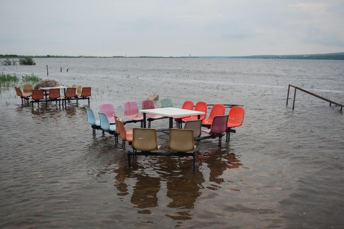 2013年8月6日黑龙江抚远县乌苏镇,连日大雨乌苏里江江水暴涨。