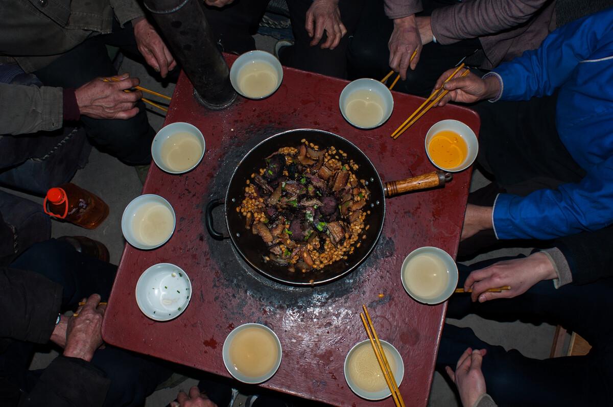 2012年3月12日贵州都匀市摆忙乡布依族家的一餐。