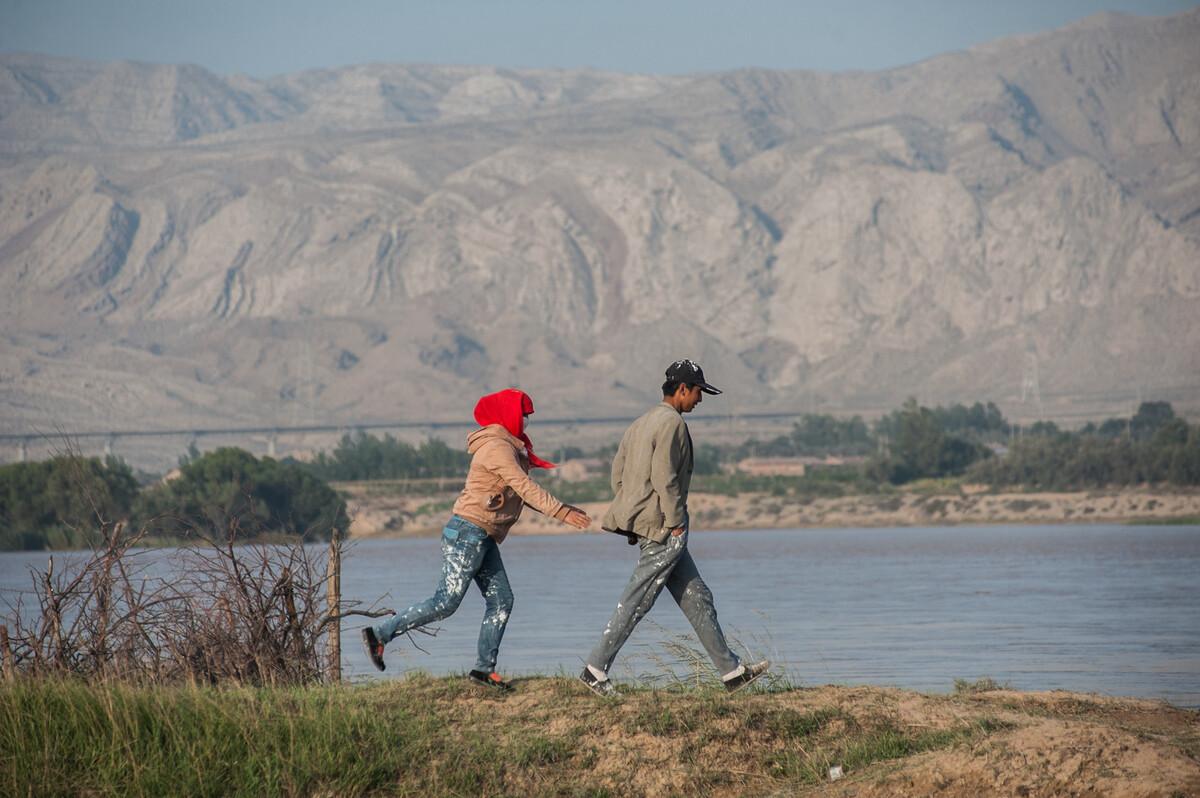 2014年9月25日内蒙古乌海市乌海西站附近黄河边。