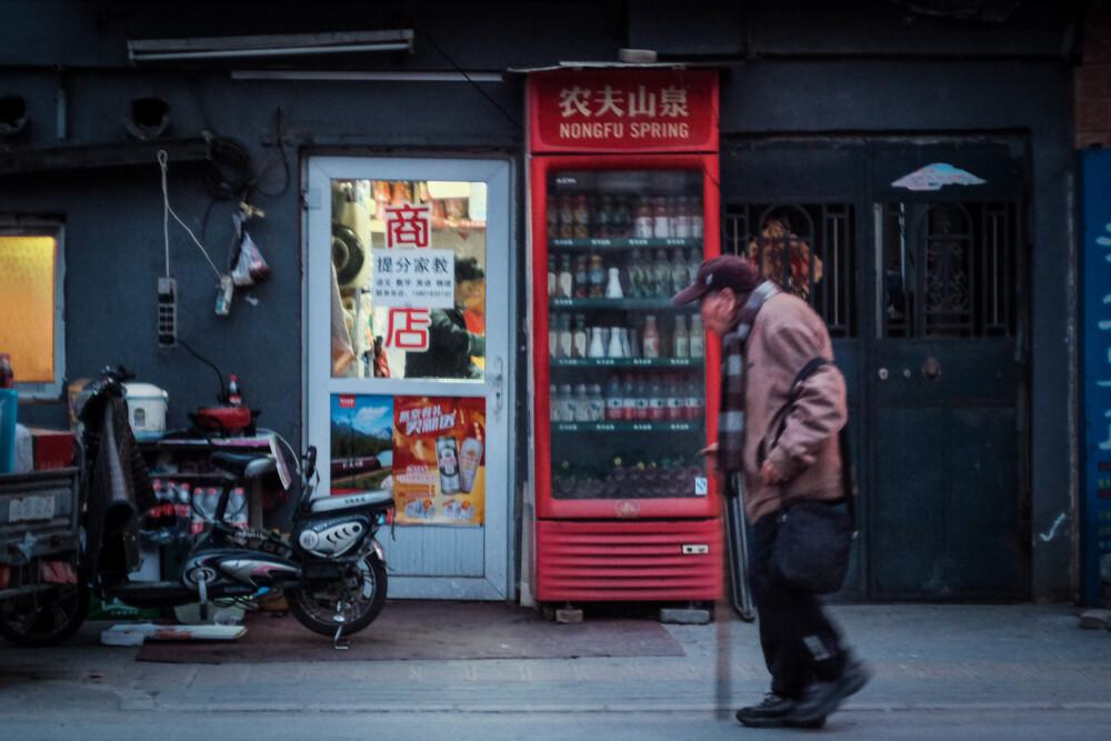 百家博娱乐场vip-原创有故事的写真!53岁刘嘉玲黑白大片,渔网装黑披风演绎不老传奇
