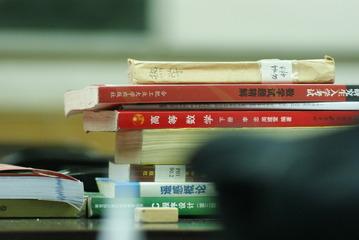 学院自习室--常客的课桌