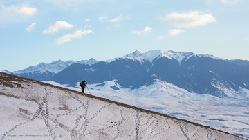 雪山上的摄影师